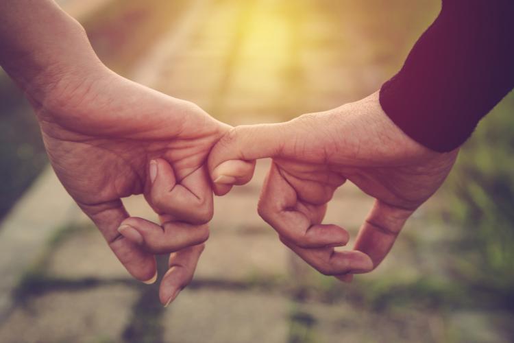これから遠距離恋愛になるという時期にはお互いの気持ちも盛り上がりますが、いざ、遠距離となってしまうと急に気持ちが下がるものです