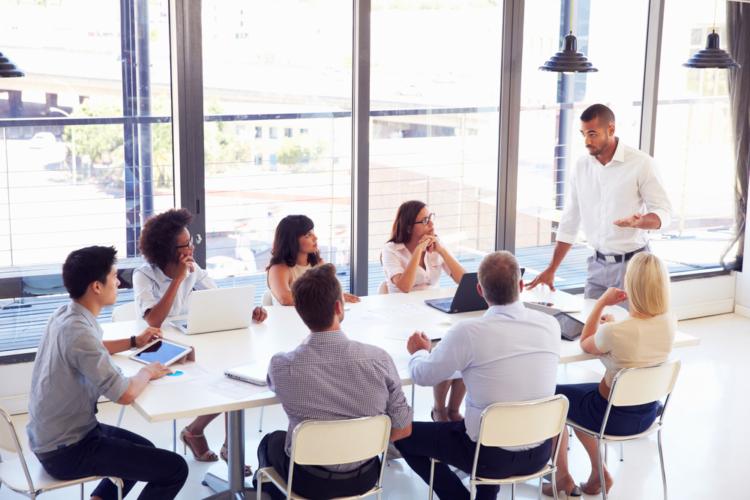 そもそも中間管理職とは具体的にどの立場の人を言うのでしょうか。