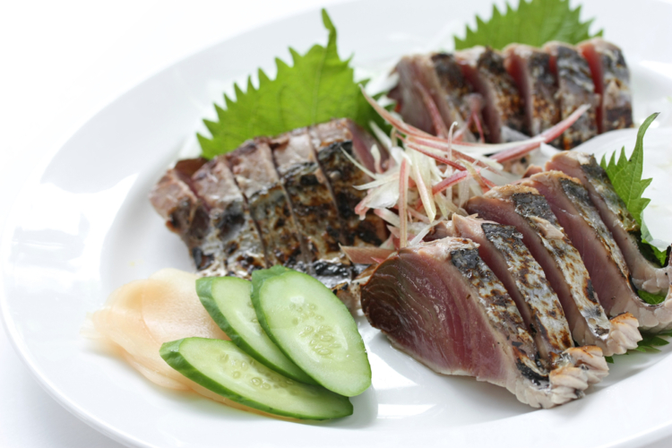 魚介類はカツオのタタキがおすすめです。