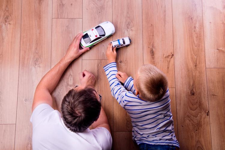 現代では学校行事にお父さんが頻繁に参加することも珍しくありません。