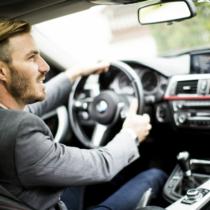 今も昔も変わらず女性人気の高い、ドライブ