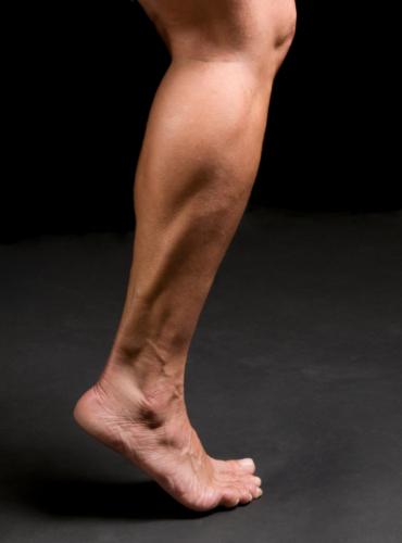 足の筋肉と柔軟性を鍛える筋トレをご紹介します。
