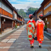 金沢は戦争の被害を受けていないので、古くからの街並みがそのまま残っています。