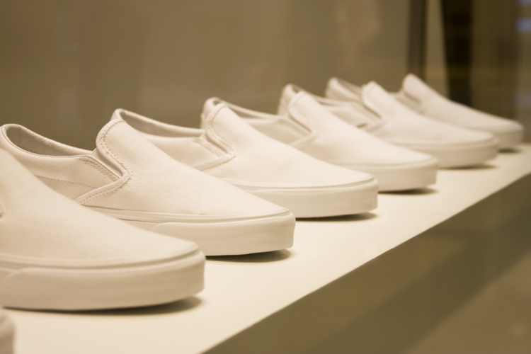 アンクルパンツを穿くうえで靴選びは重要です。
