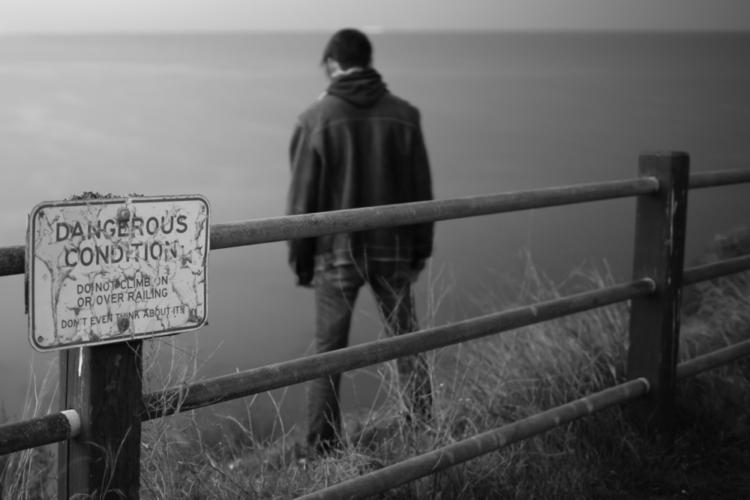 平成27年度中の自殺者の実に69.4%が男性