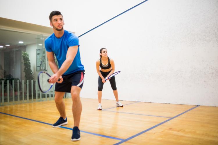 スポーツクラブでコーチにレッスンを受ければすぐに試合が出来るレベルになれるテニス