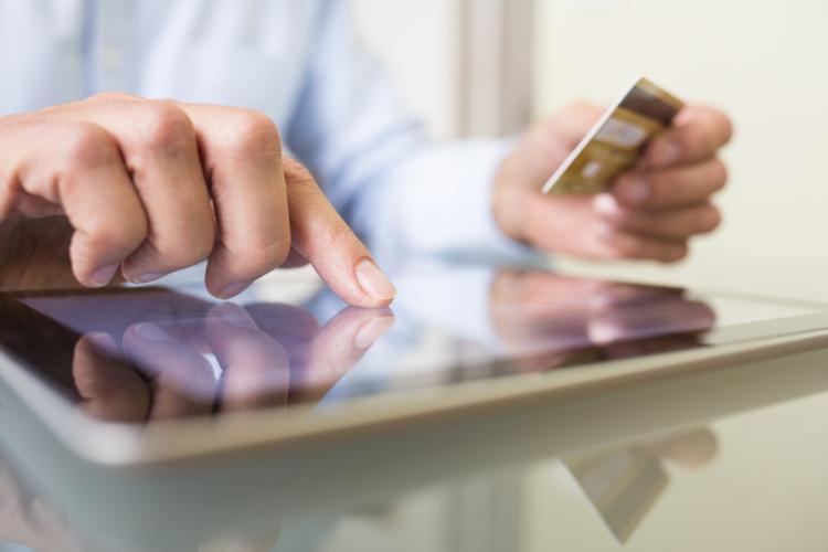 購入に対するキャッシュバックだから問題はないとの建前でも問題がないとは言い切れません。