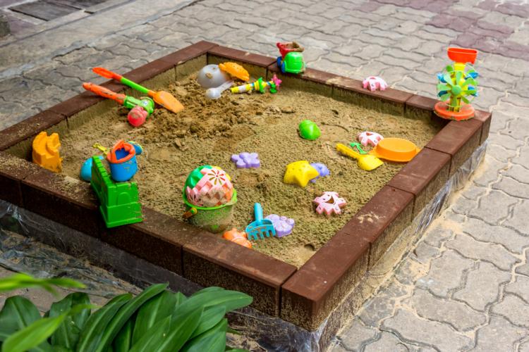 公園遊びといえば「砂場遊び」です。