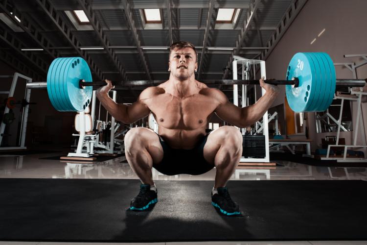 スクワットは筋力増強効果、ダイエット効果共に最強レベルの種目ですよね!