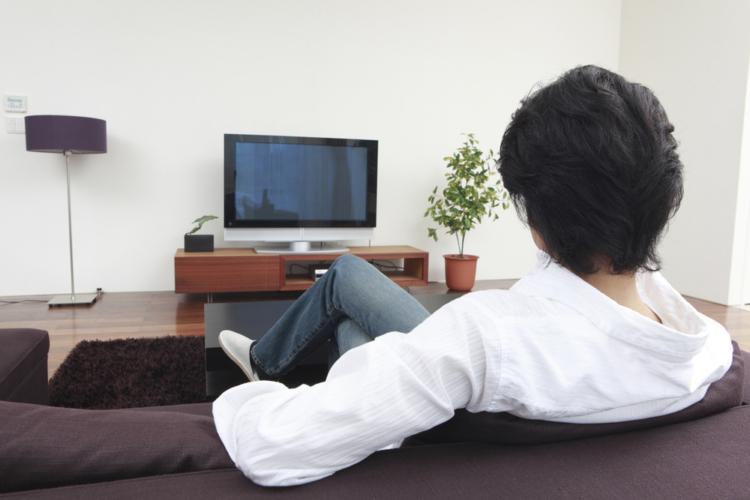 テレビを視聴する習慣をやめることで年収がアップする理由について解説していきます。