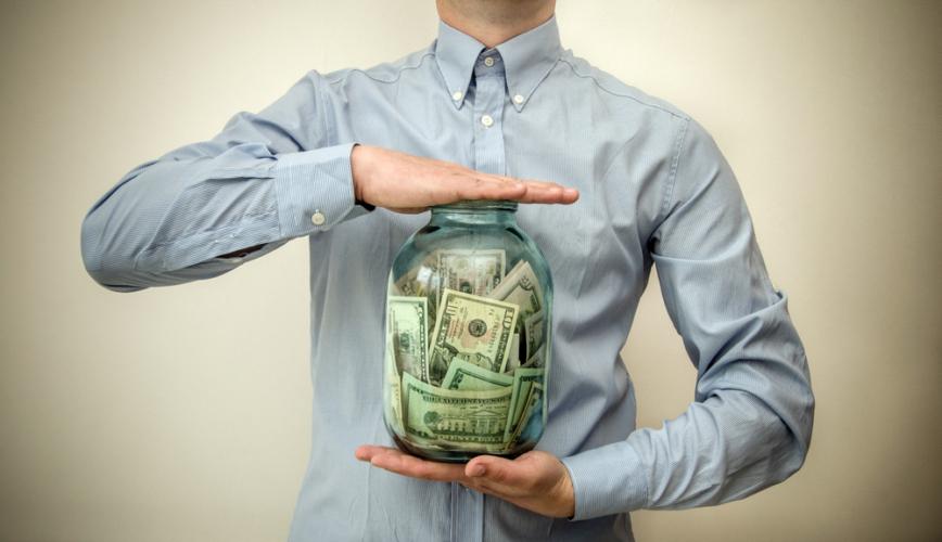 自分の将来のために必要なお金をとっておく、という考えもあります。