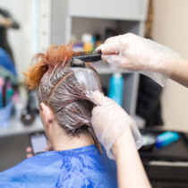 男性の白髪染めは美容室で出来ます。