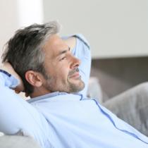 休日くらいは人の目線など気にせずにマイペースで部屋に閉じこもってしたい事があれば思う存分やり切ってしまいましょう