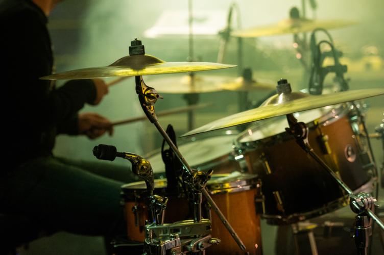ドラムの練習であれば、最低限、スティックさえ持参すれば練習可能