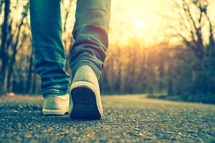 ウォーキングは脳の活発化を促すため、若返り効果を期待することが出来ます