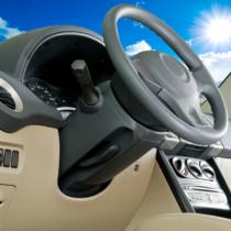 露天駐車している車にとっては、雨だけでなく夏の陽射しも大敵と言えます。