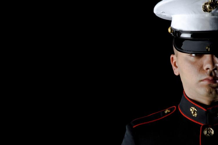 海兵隊は海軍の行政下で独立した軍種として活動しています。