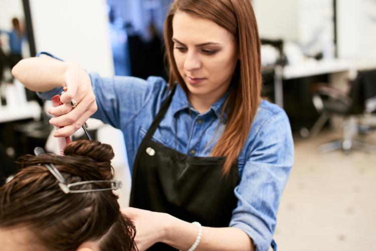 プロの美容師によるヘアケアはメリットがたくさんあります。