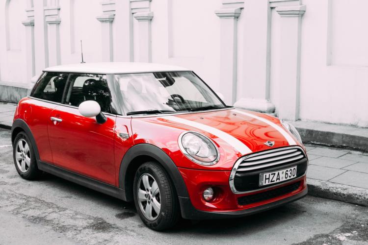 デカイ車と小さい車、外車と日本車、どの組み合わせに乗るか自由