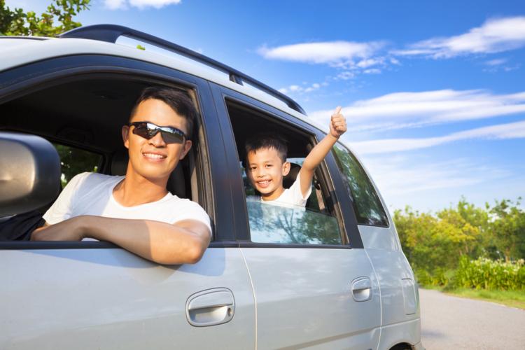 車内の暑さ対策には工夫も必要です。