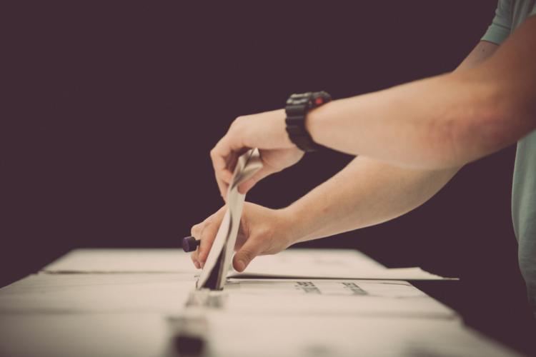 現在の国民投票法は、正確には「日本国憲法の改正手続に関する法律」と名付けられており、その内容も憲法改正の発議を前提にしています。
