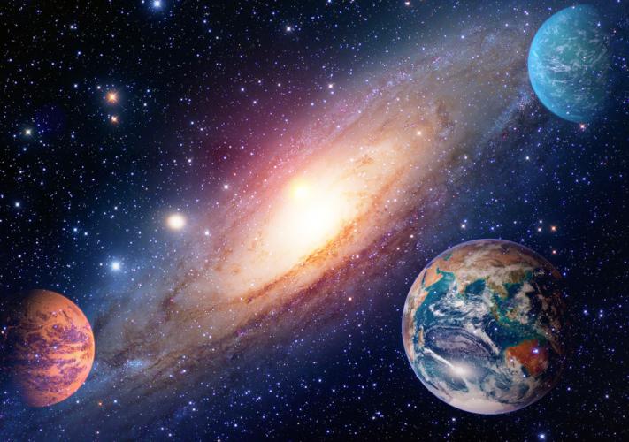 プラネタリウムとは一般にドーム型の天井をスクリーンとしてそこに星空の映像を映し出すもの