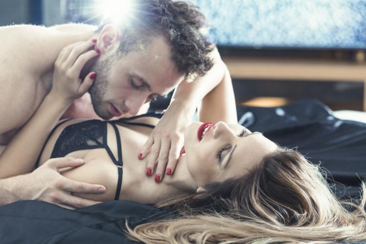 乳首を吸うのは正しい女性への男性の仕事なのです