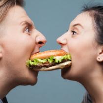 ダイエットは小分けで食べる?まとめて食べる?