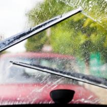 雨の日の運転で考えられる危険