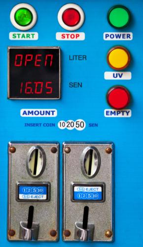 極めつけはラーメン自動調理型販売機