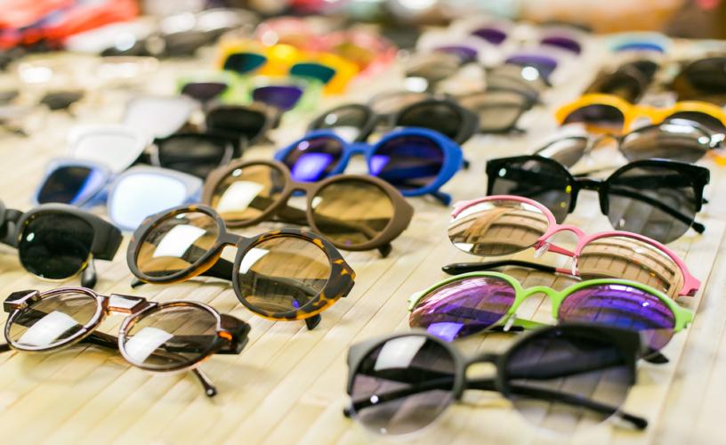 ファッションアイテムの中では流行に流されやすく、その流れも比較的早い傾向にあります。