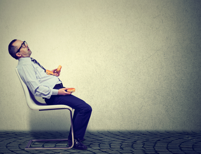 その疲れ、もしかしたら「食べ過ぎ」が原因かもしれません。