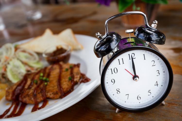 食事時間をコントロールする
