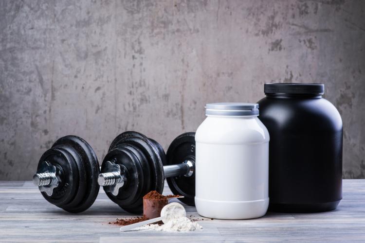 筋トレに励む男性は何故プロテインを摂るのか