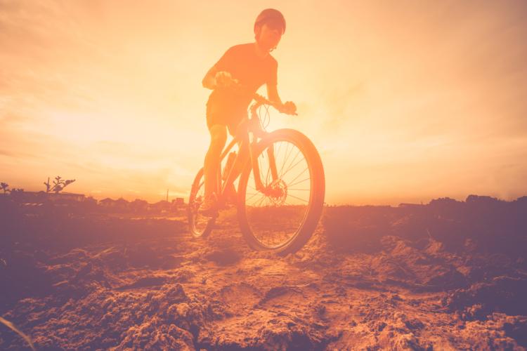 マウンテンバイクで遊ぶ