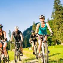 大人数でサイクリングを楽しもう
