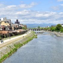 京都市街地の東を流れる鴨川は、京都を象徴する一級河川。