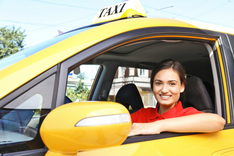 一方ではタクシー乗務員などプロドライバーの職に就くおばちゃんドライバーもいます。