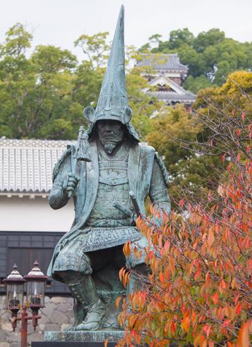 熊本城のあり方を考えてみましょう。