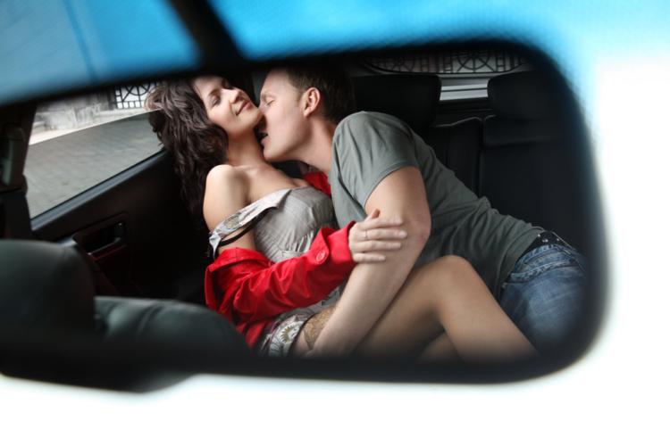 スリリングなセックスがお好みなら【車内】