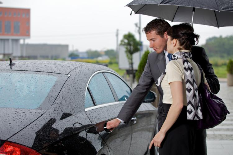 車の本場欧米ではドアバイザーなるものは非常に需要の少ないもの