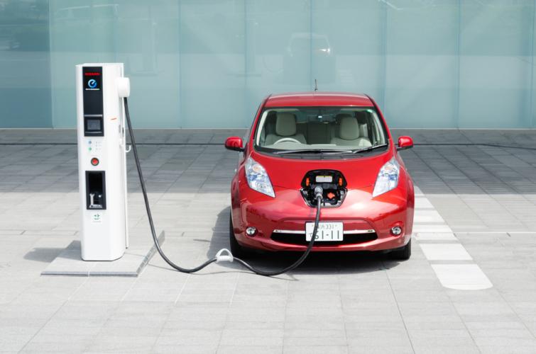 温室効果ガスを排出しない電気自動車さらに水素自動車までもここに来て熱い視線を浴びています
