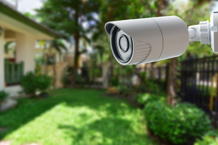 最初はインターネットを使った小型防犯カメラからはじめよう