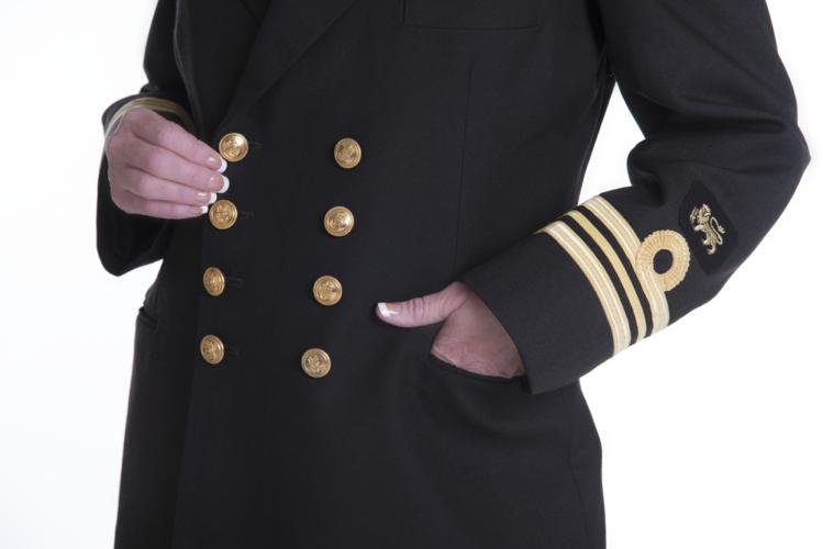 軍隊において指揮官となる階級が将校(士官)です
