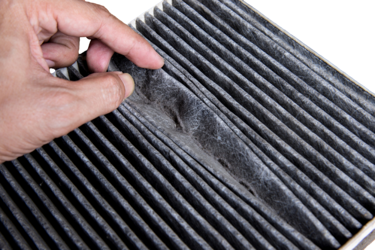 車のエアコンの臭いを除去する方法