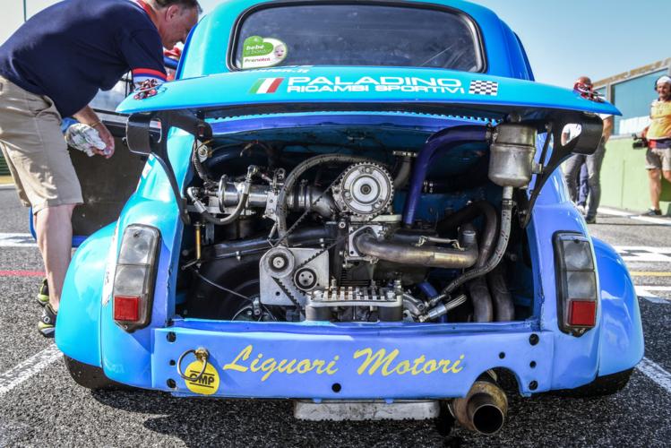 「RR」、リアエンジン・リアドライブ