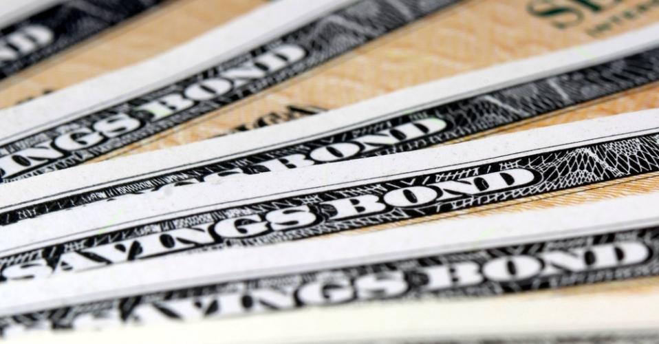 国債とは国が借金するときに発行される債券のことで国に元本保証されているので、安定した投資を望んでいる方にはオススメの投資先