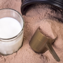 筋トレ後の24時間以内に多くのタンパク質を摂取することで、筋肥大や筋力増強のスピードが上昇する
