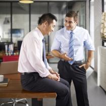 聞き上手である人は、やはり社内でも好かれやすい傾向にあります