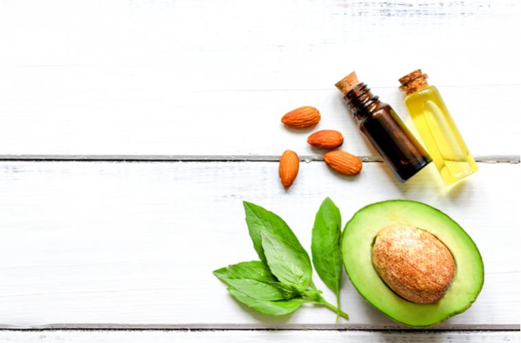肌の保湿やトラブル防止には食事も大切